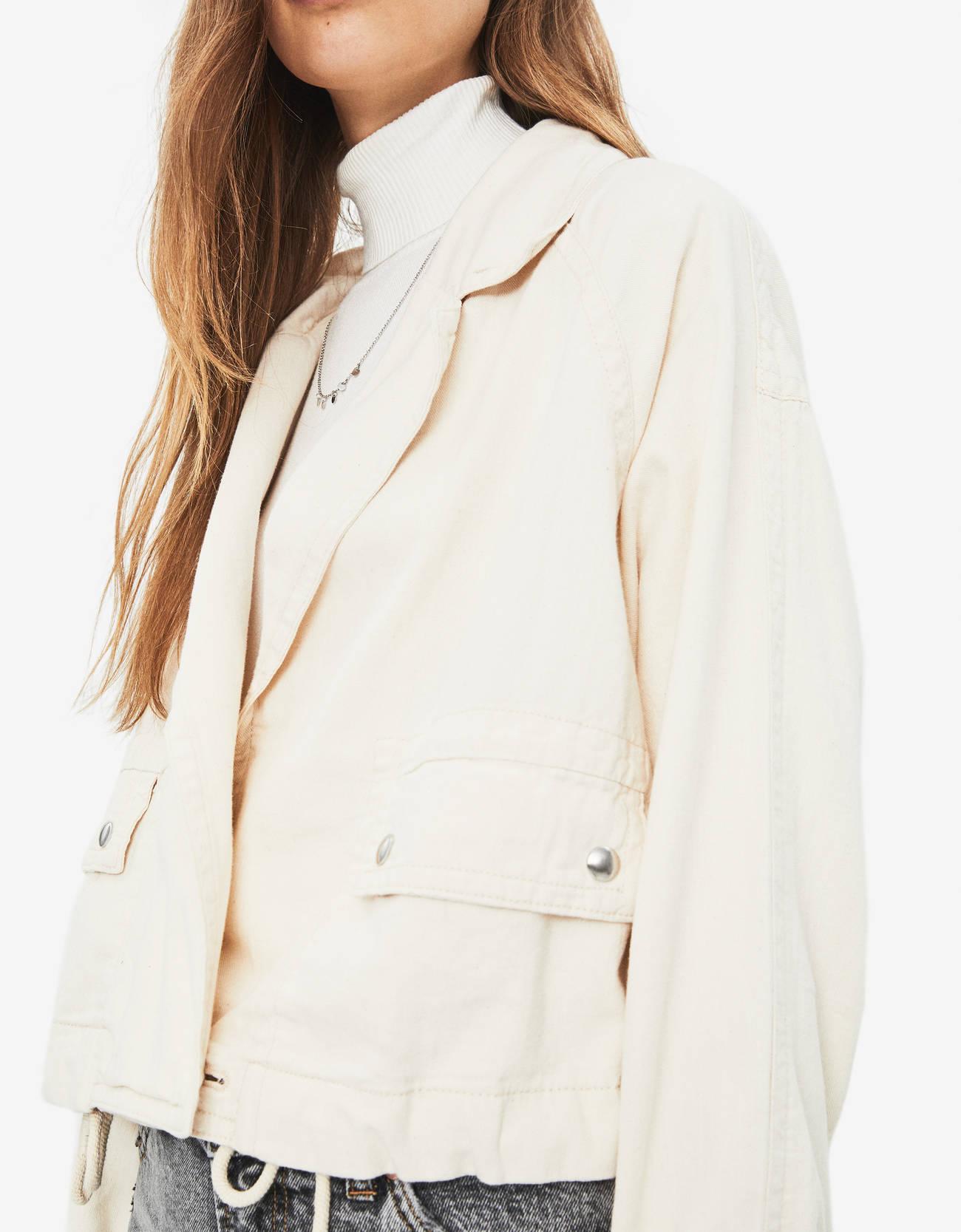 Куртка из льна Бежевый Bershka