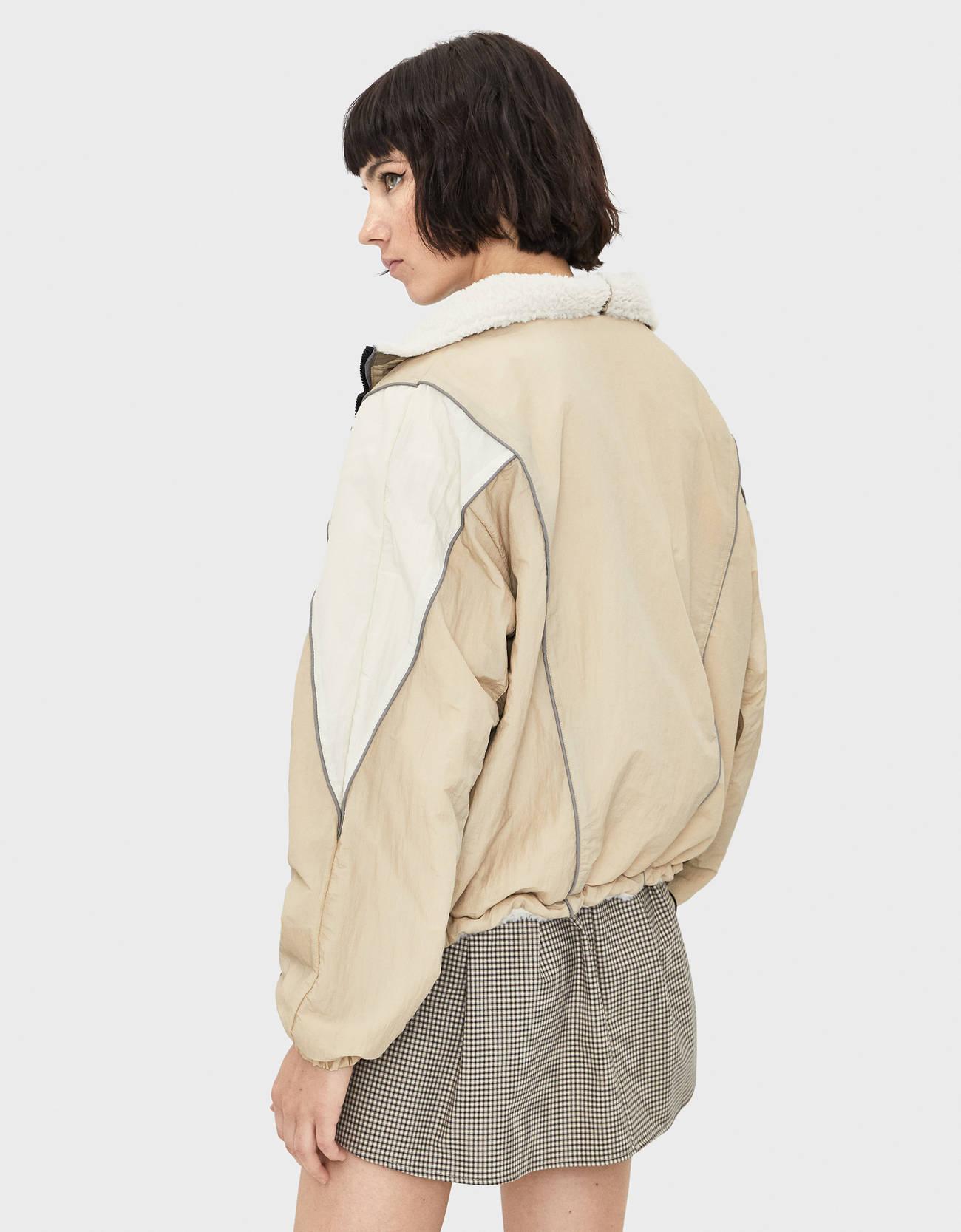 Двусторонняя куртка с отделкой из искусственной овчины Бежевый Bershka