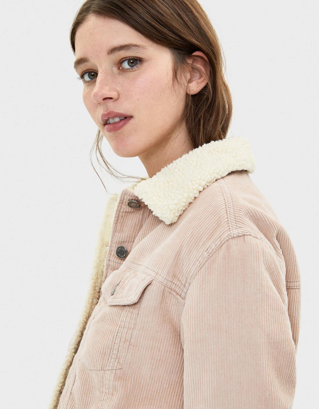 Куртка из вельвета с отделкой из искусственной овчины Розовый Bershka