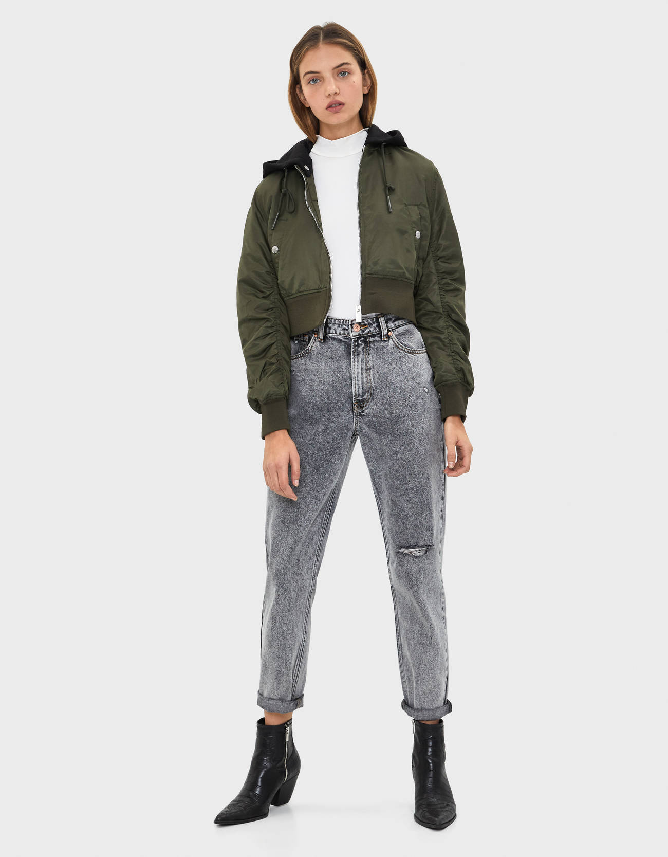 Куртка-бомбер с капюшоном ХАКИ Bershka