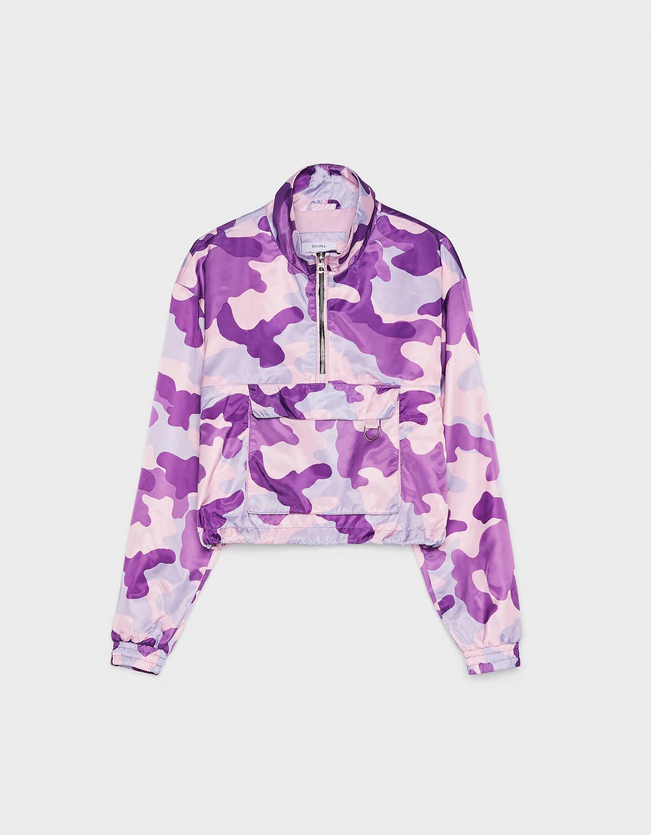 Куртка с камуфляжным принтом и карманом в стиле худи Фиолетовый Bershka