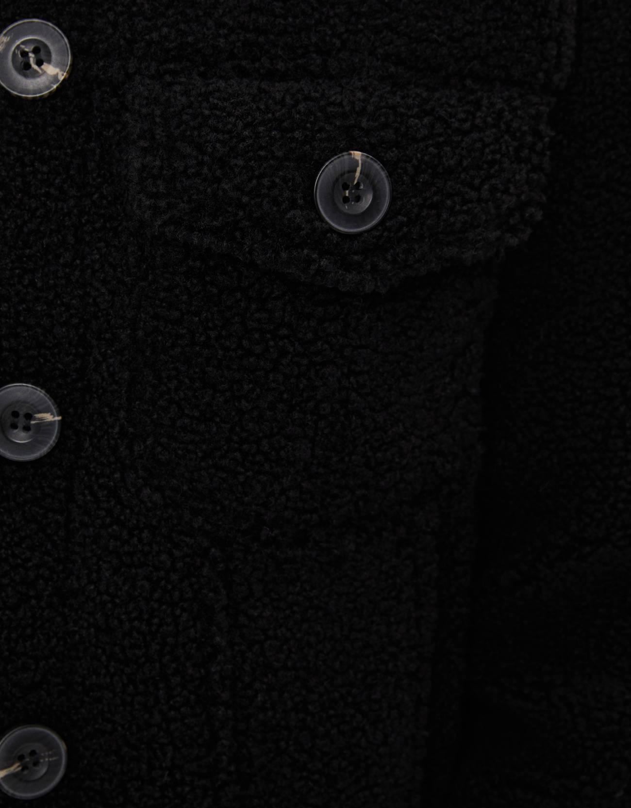 Куртка из искусственной овчины ЧЕРНЫЙ Bershka
