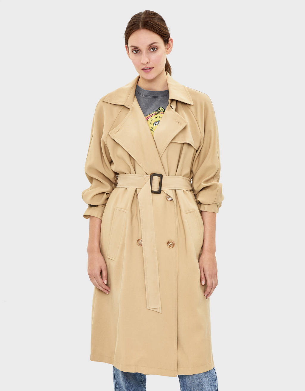 Loose-fitting trench coat with belt