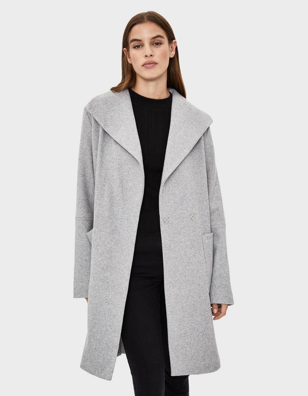 Dlhý kabát sopaskom