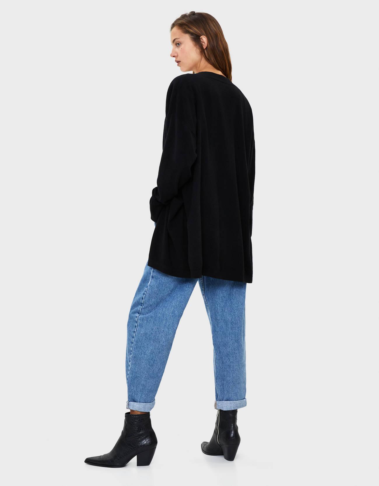 Длинный кардиган с карманами Черный Bershka