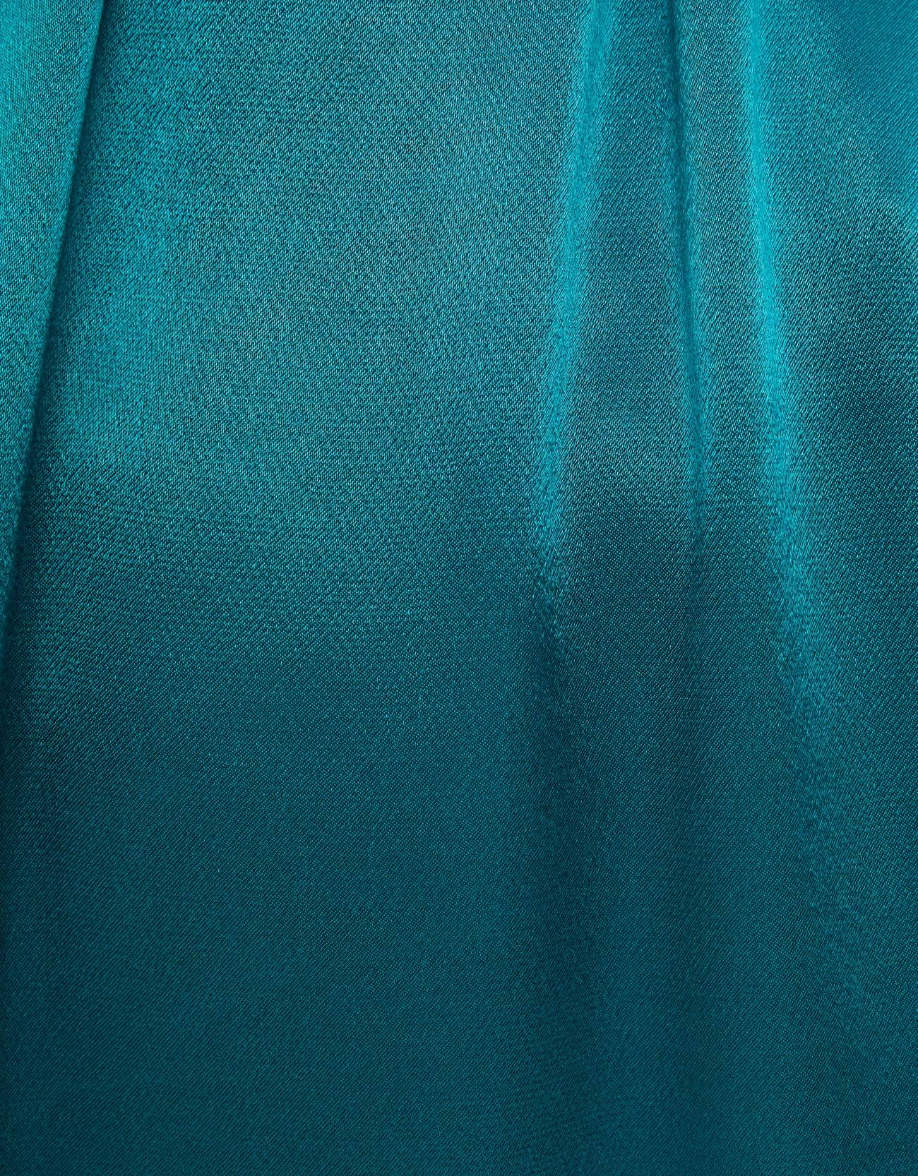 Атласное кимоно с поясом ЗЕЛЕНЫЙ Bershka