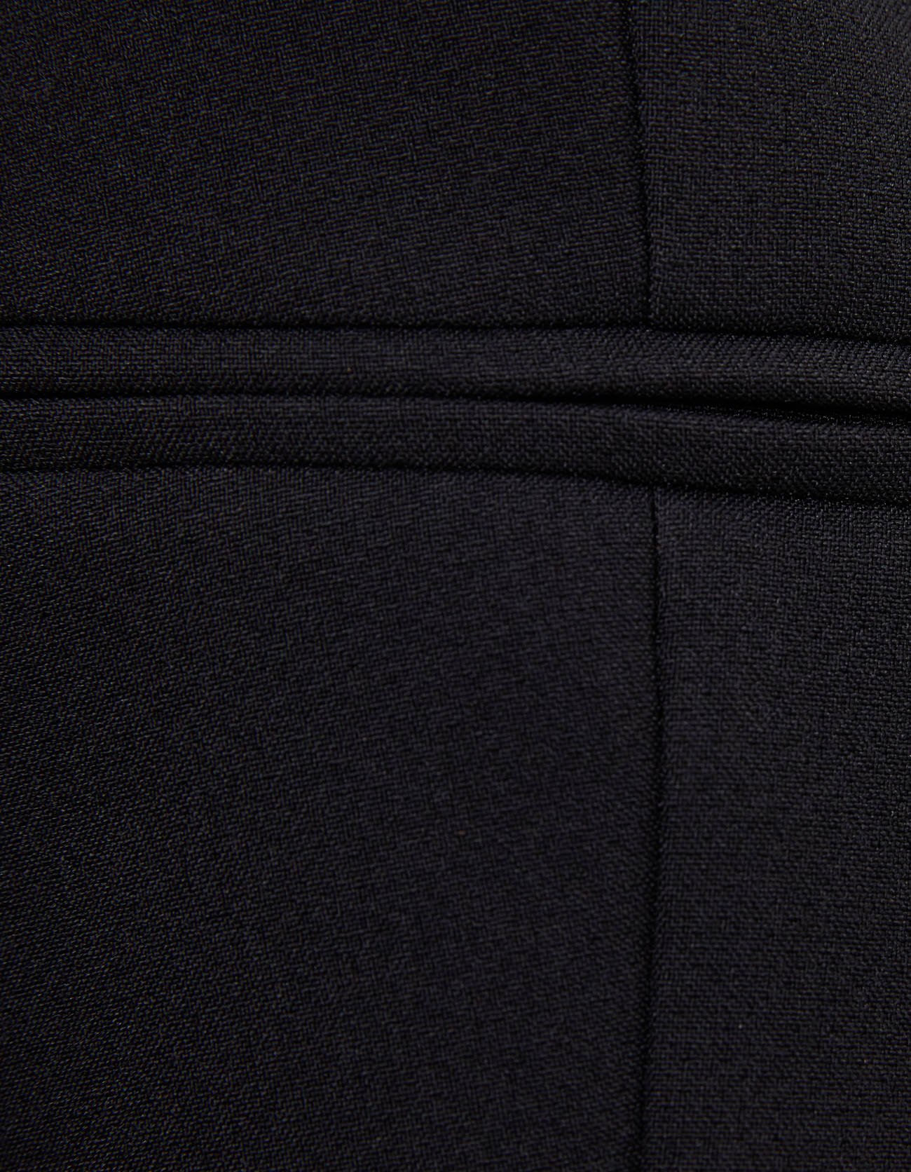 Укороченный пиджак с подплечниками ЧЕРНЫЙ Bershka