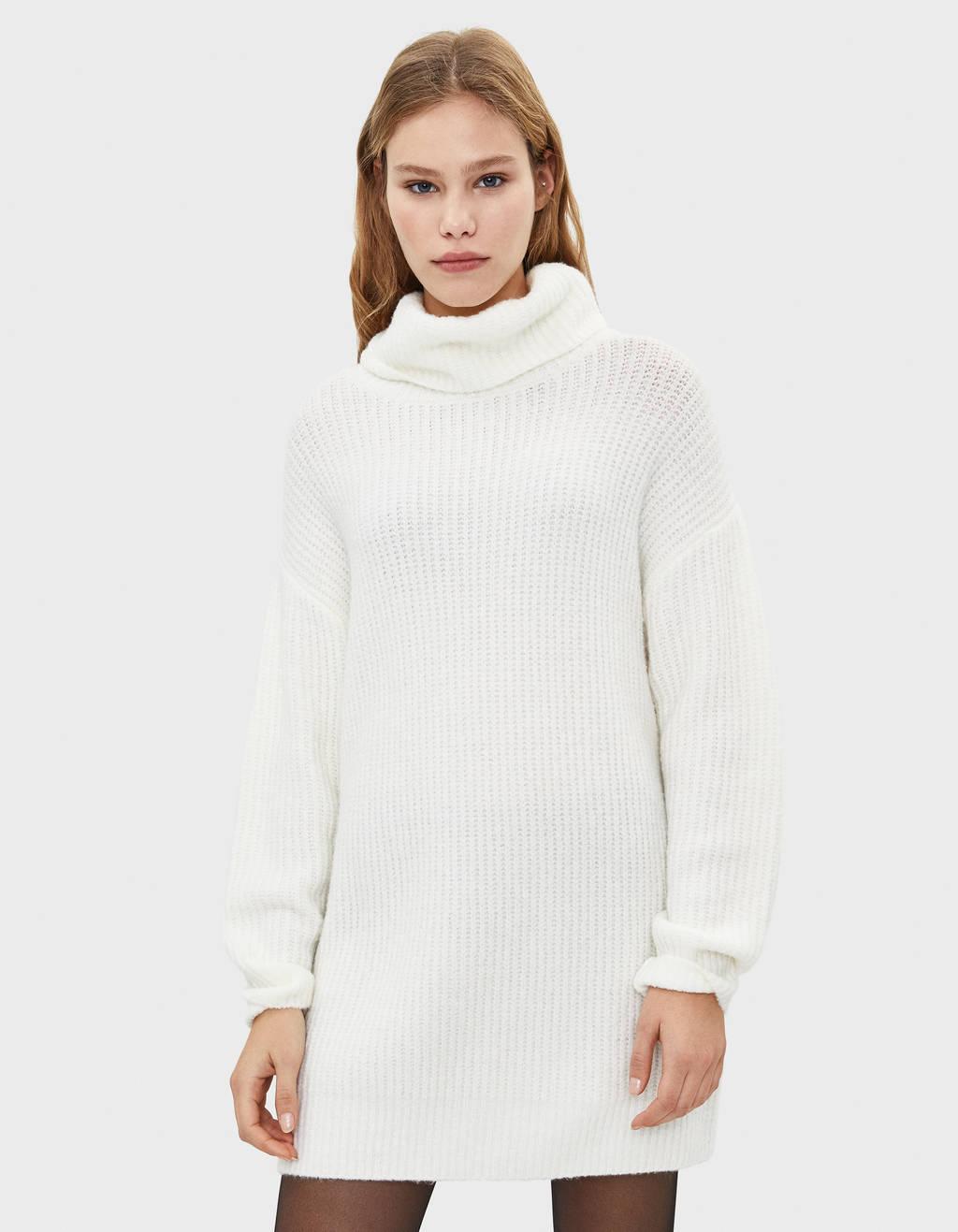 オーバーサイズ仕様タートルネックセーター