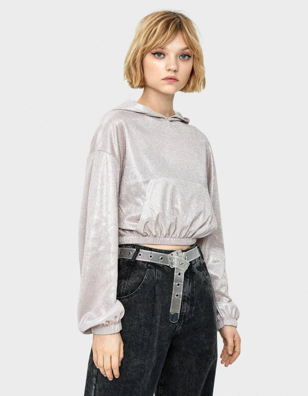 Sweatshirt com fio metalizado e capuz