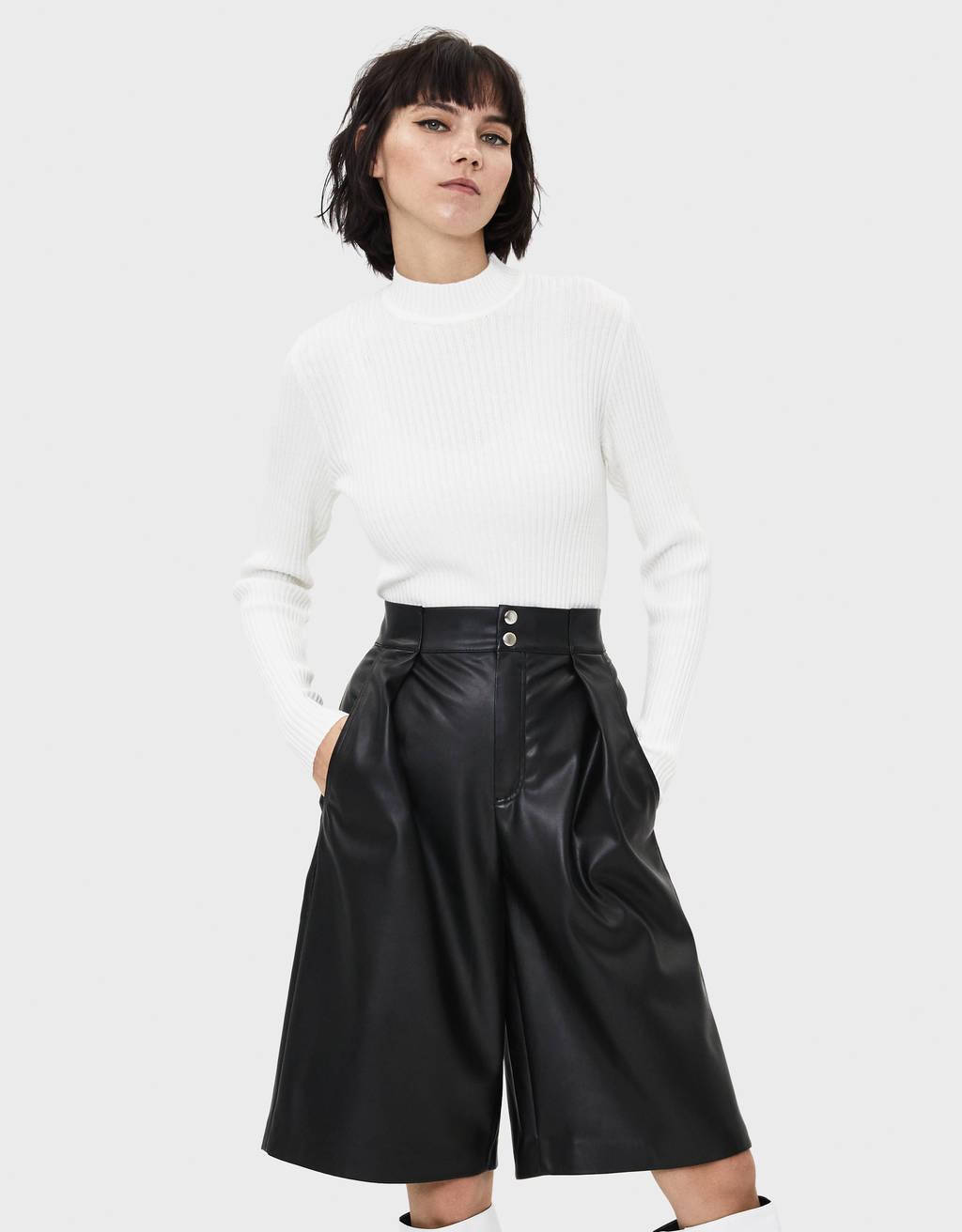 Pullover im Rippenstrick mit Stehkragen