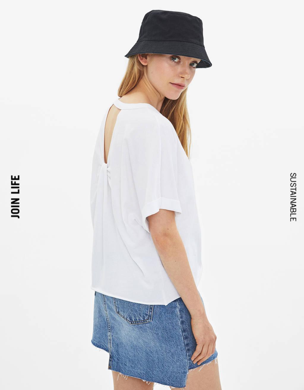 T-shirt avec nœud arrière