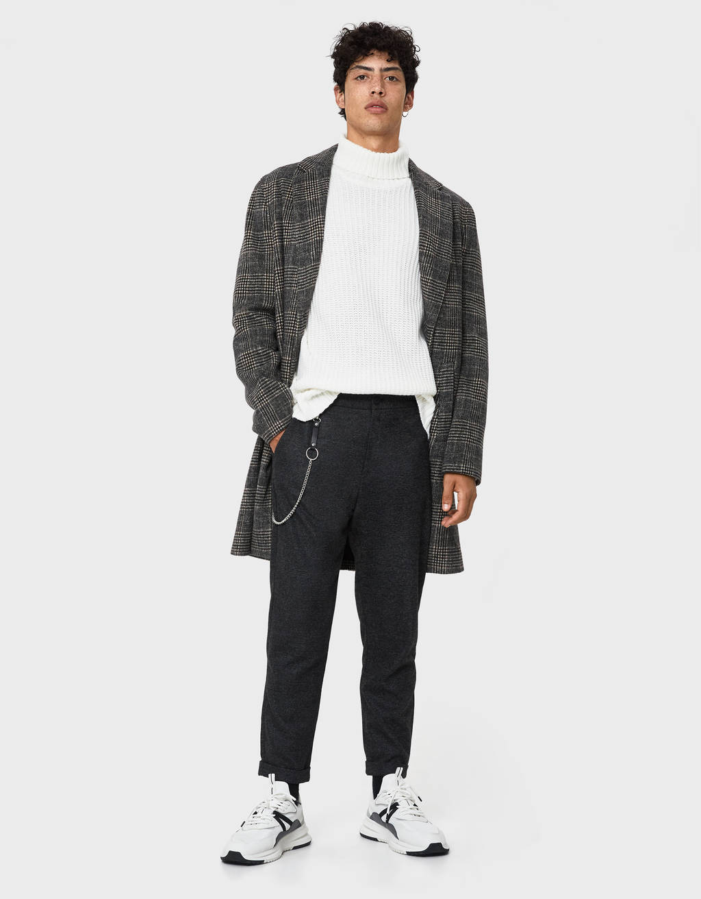 Calças tailored fit com corrente