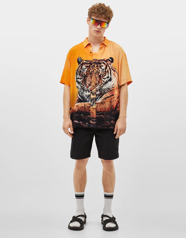 Camisa com estampado de tigre