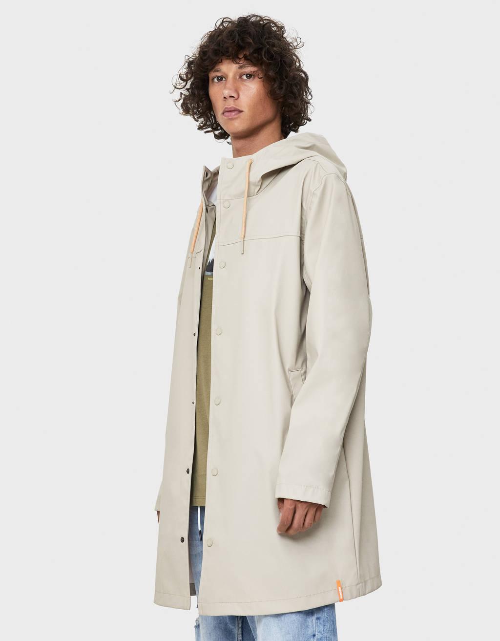 Długa kurtka przeciwdeszczowa