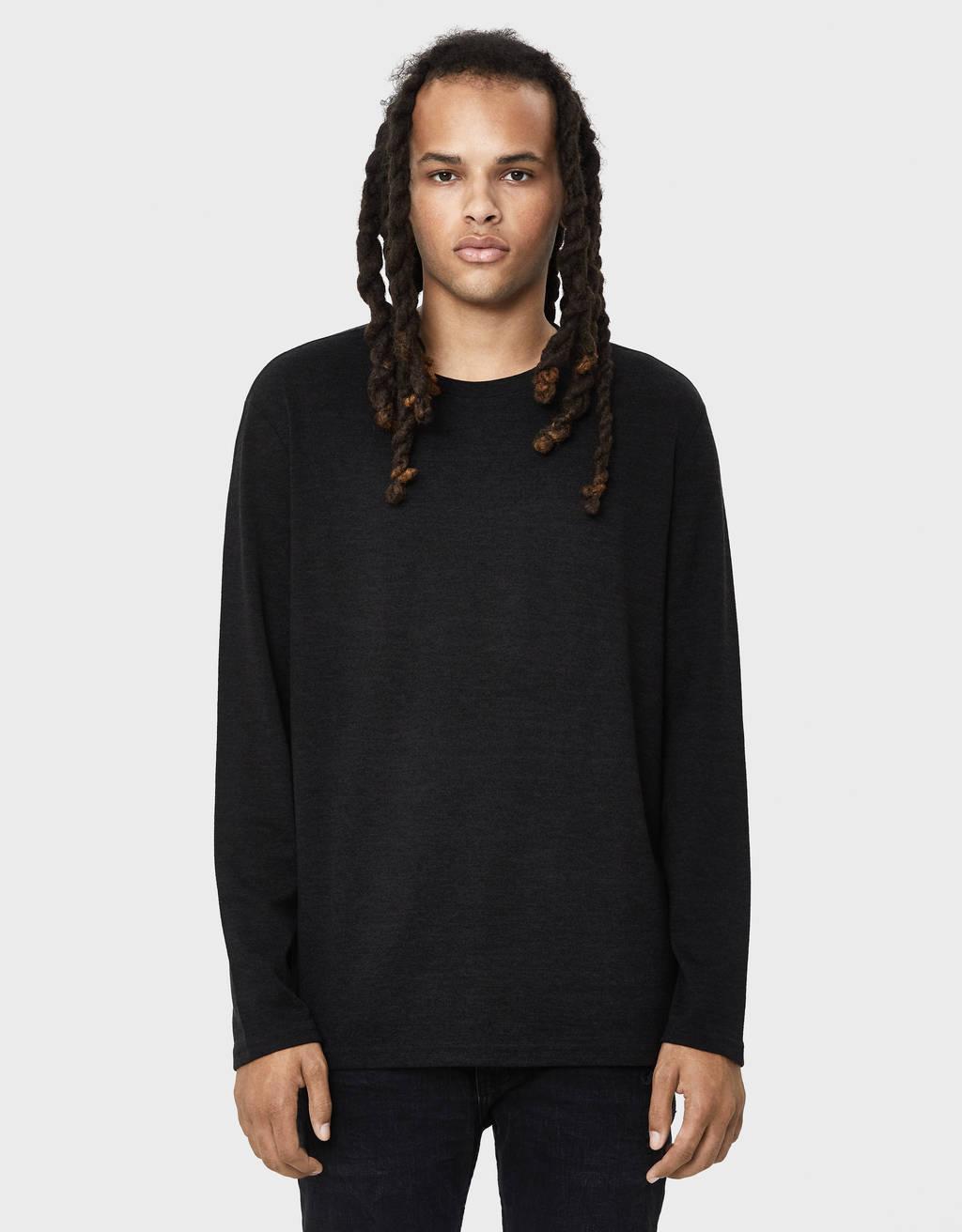 Sweater fina com decote redondo