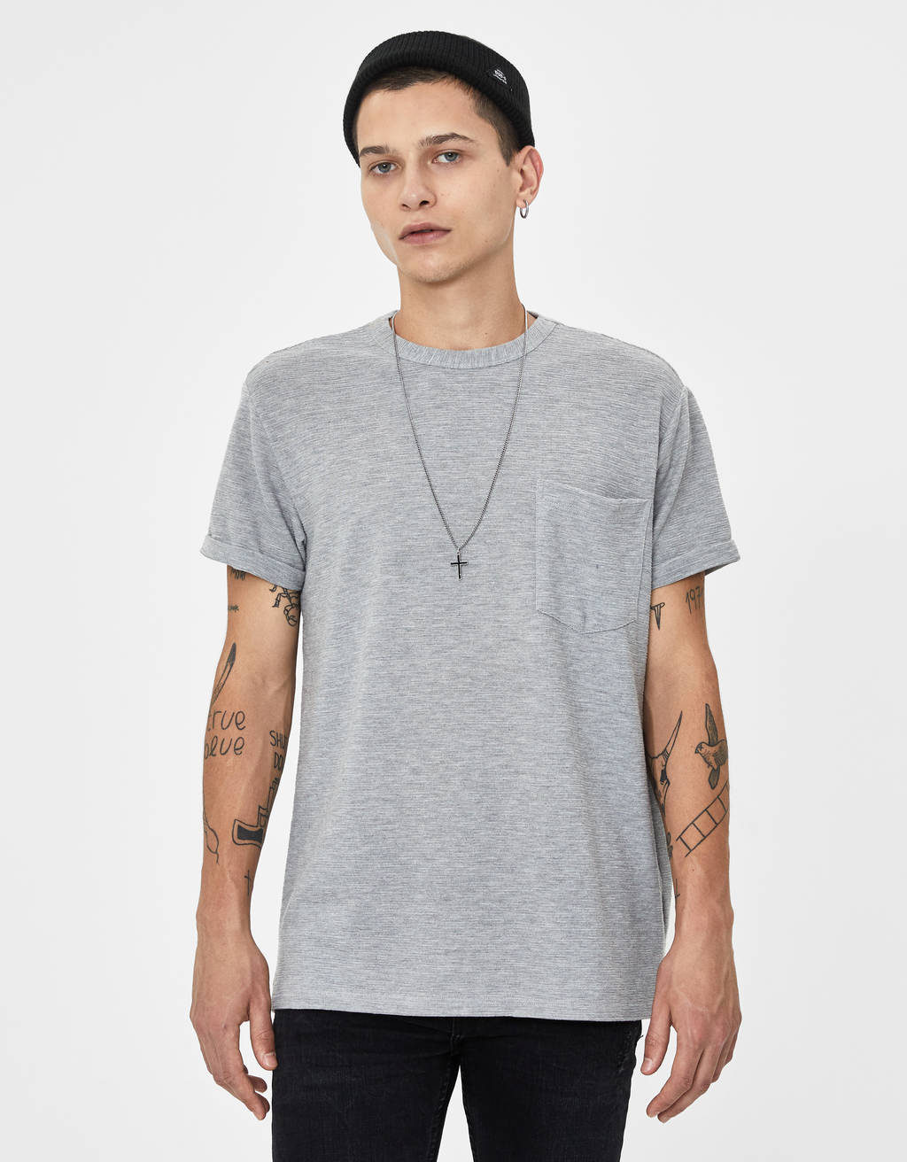 T-shirt com cutwork