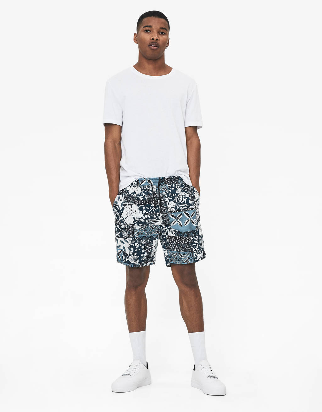Bermuda shorts with tribal print