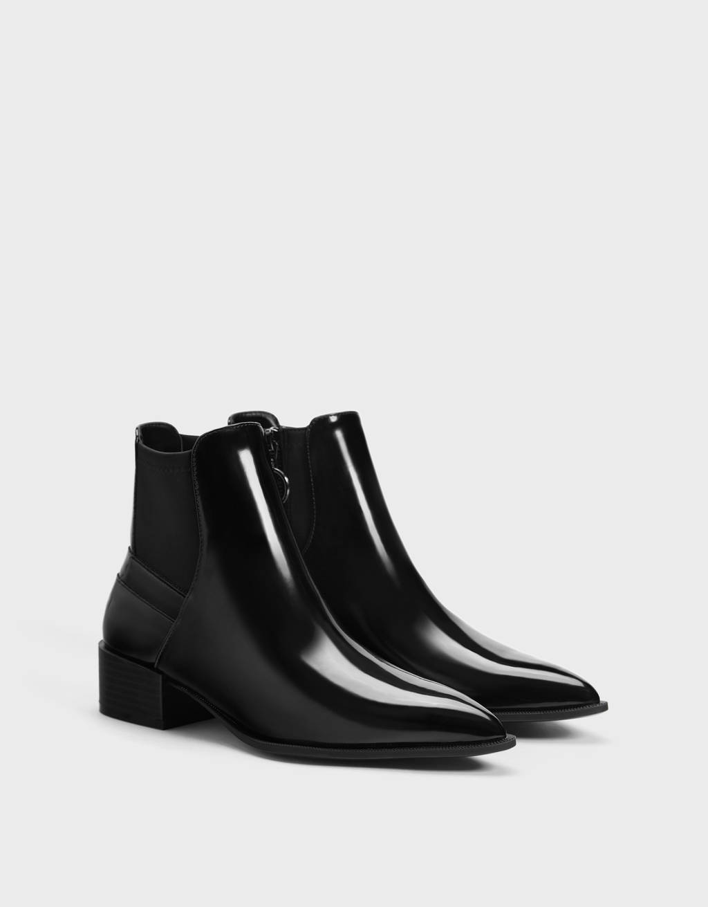 Contrasting flat ankle boots