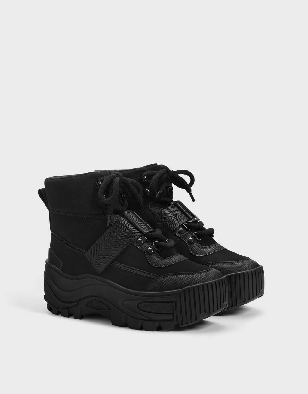 Sneakers a stivaletto da montagna