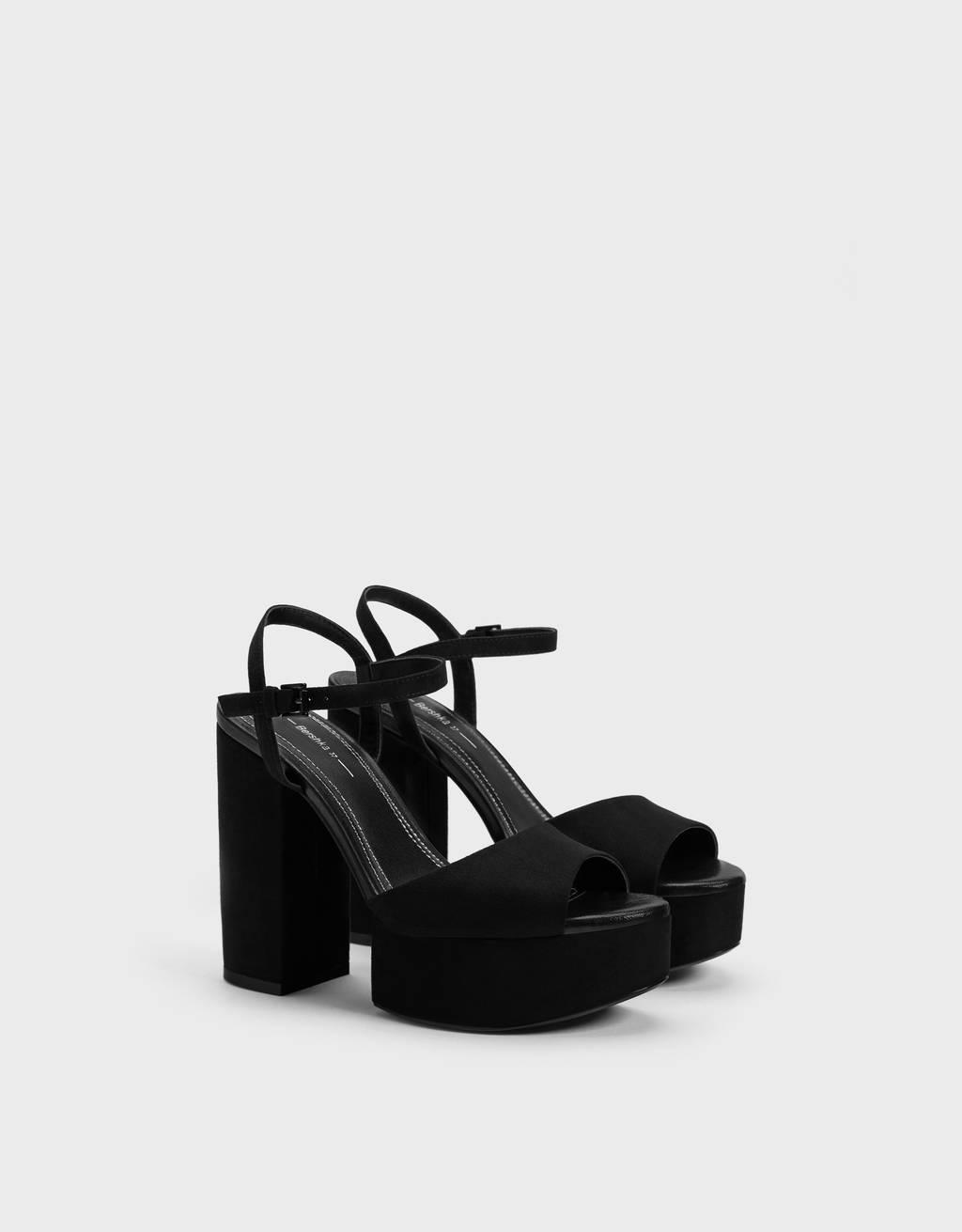 Sandália de tacão com plataforma