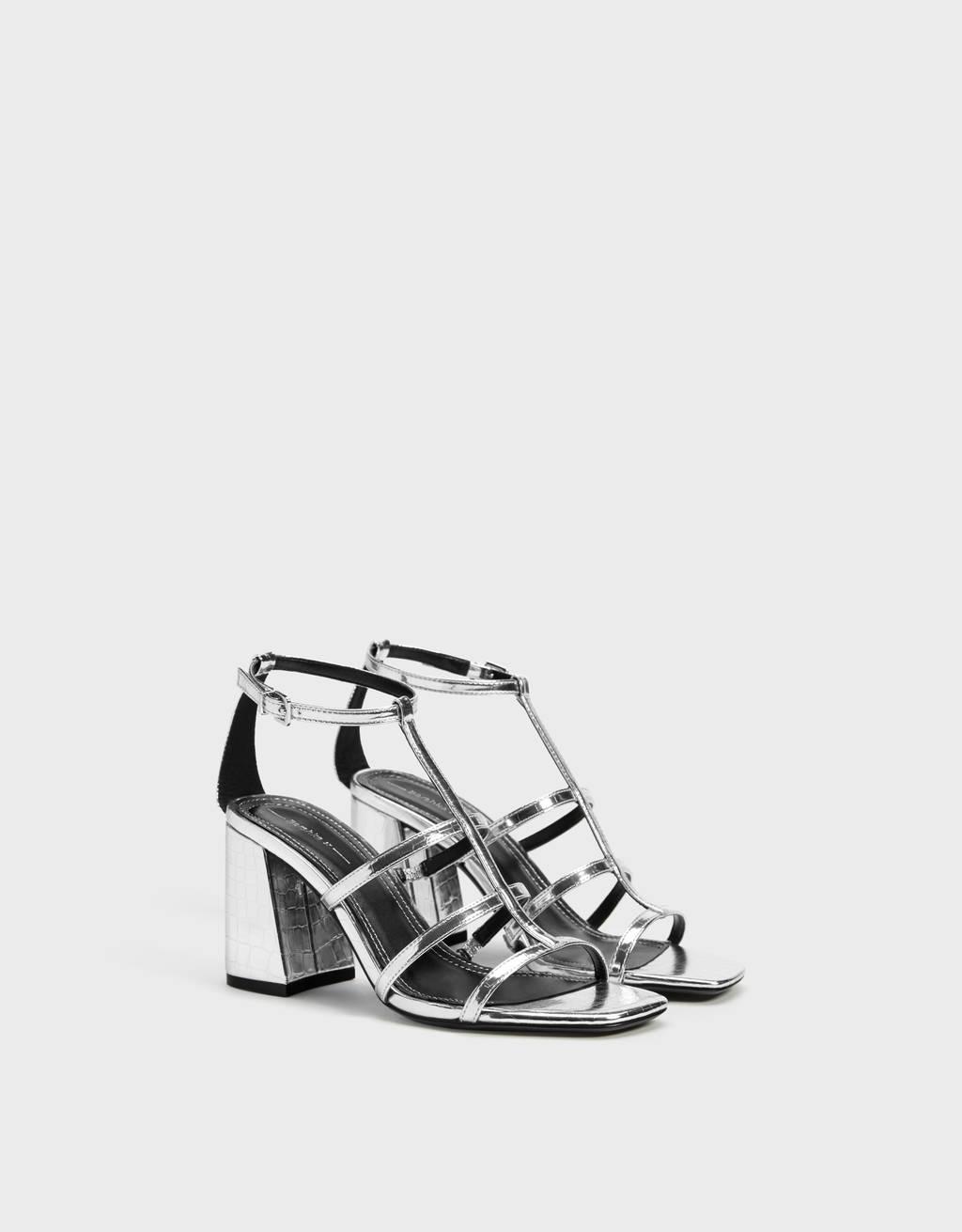 Sandale mit Kreuzriemchen und Absatz