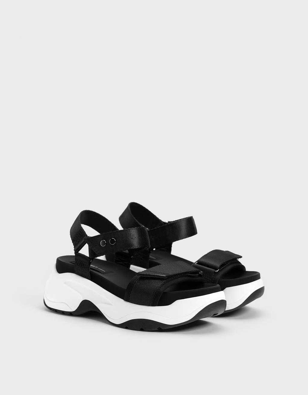 Sportieve sandaal met plateauzool en stof