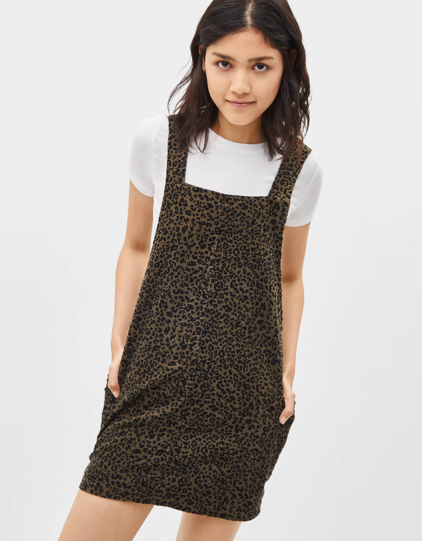 Kleid im Latzhosenstil aus Cord