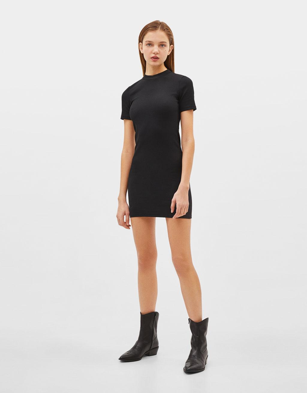 Короткое платье облегающего кроя