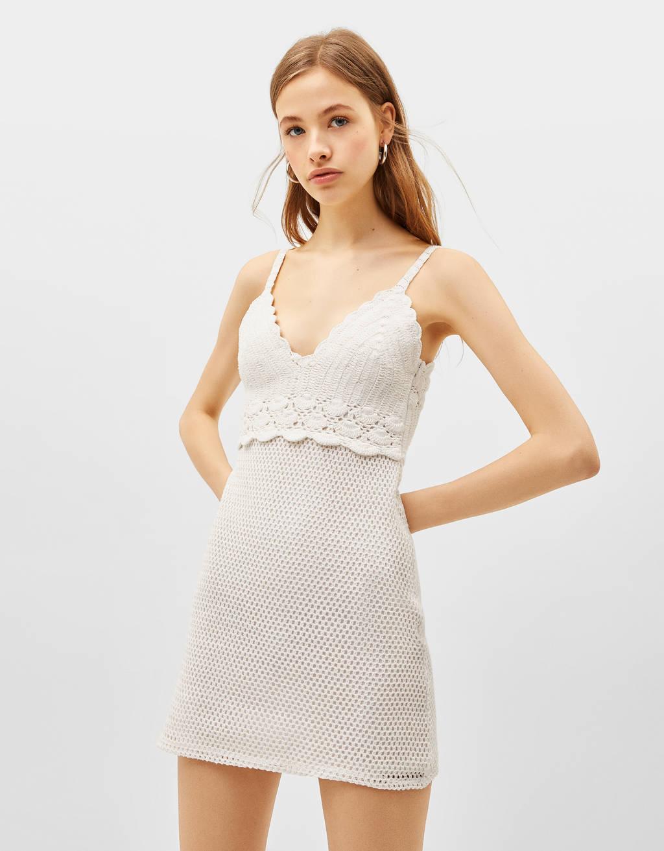 0a5bddb1 Shoptagr | Szydełkowa Sukienka Na Ramiączkach by Bershka