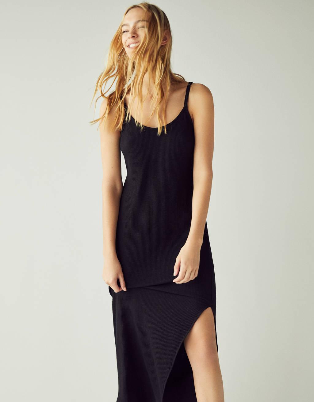 Μίντι φόρεμα με σχίσιμο στο πλάι