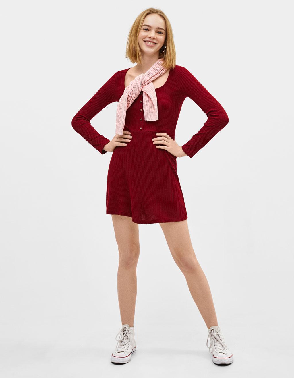 Ribtricot jurk met knopen