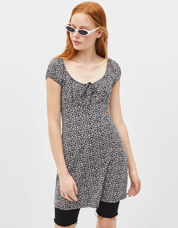 Vestito stampato con scollo a spalle scoperte