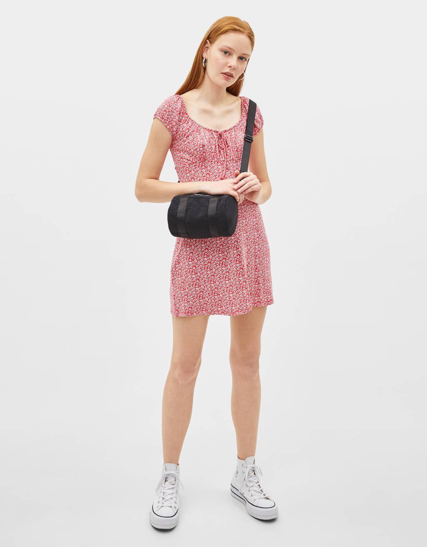 Mønstret kjole med off-shoulder