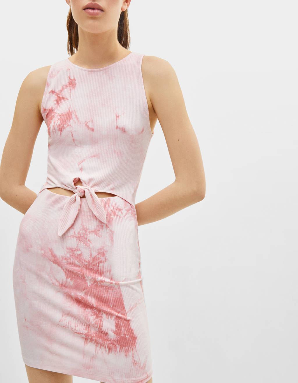 Short tie-dye dress with seam and knot