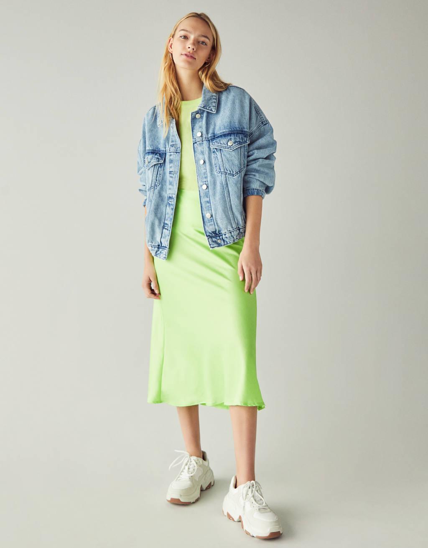 Midi-nederdel i satin