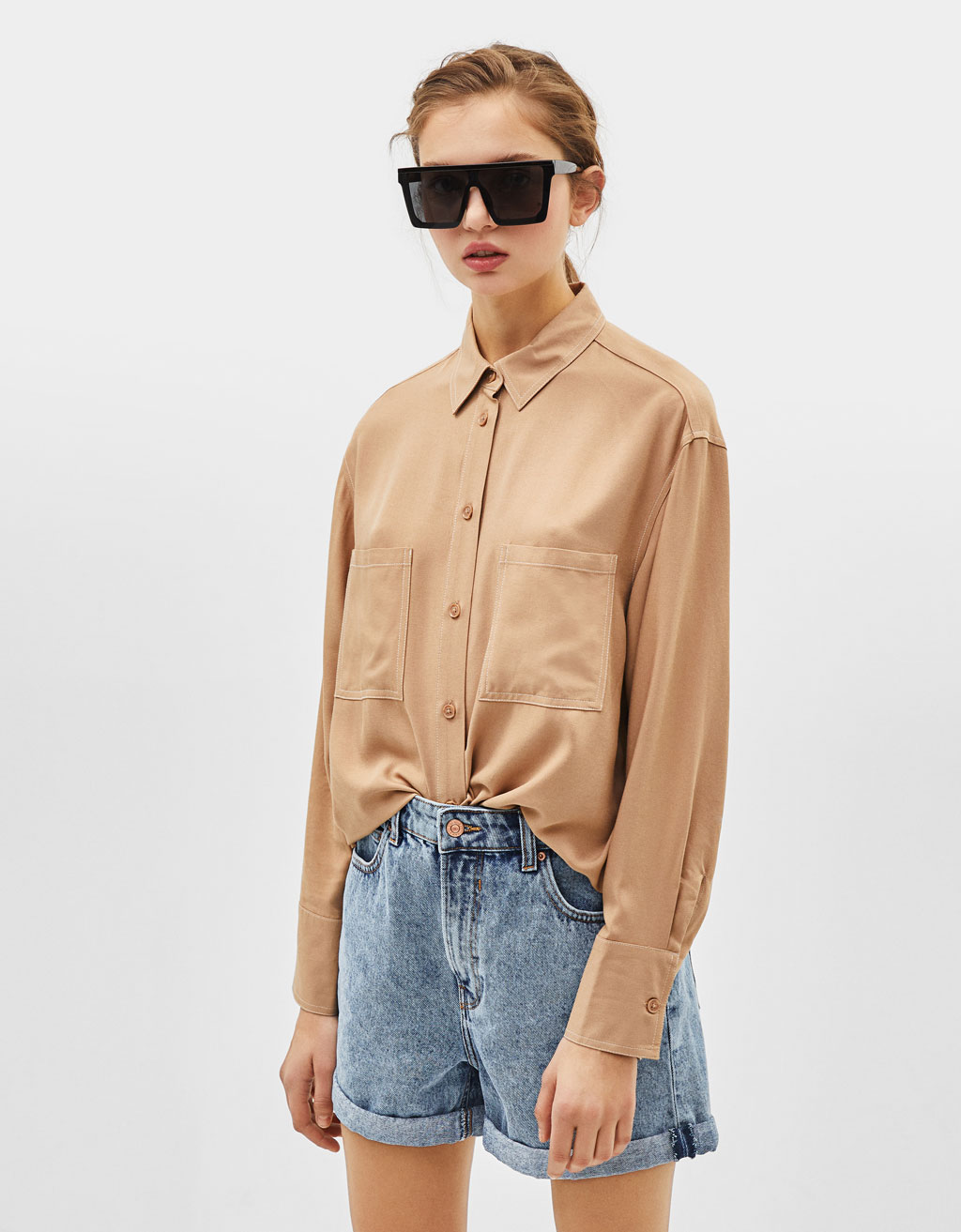 Flowing shirt with contrast seams
