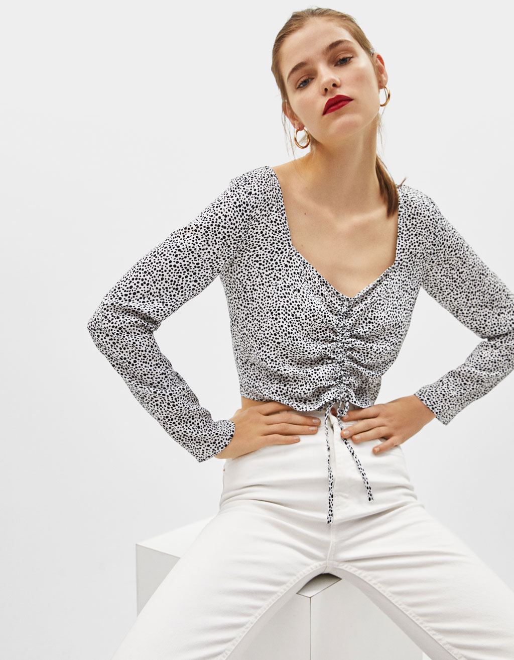 Cropped blouse with gathered drawstrings