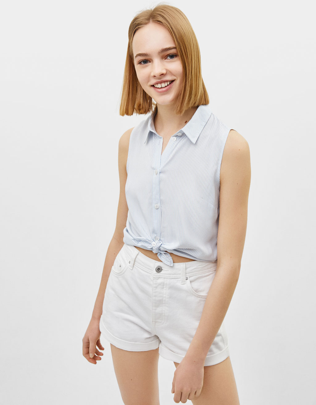 Sleeveless shirt with knot