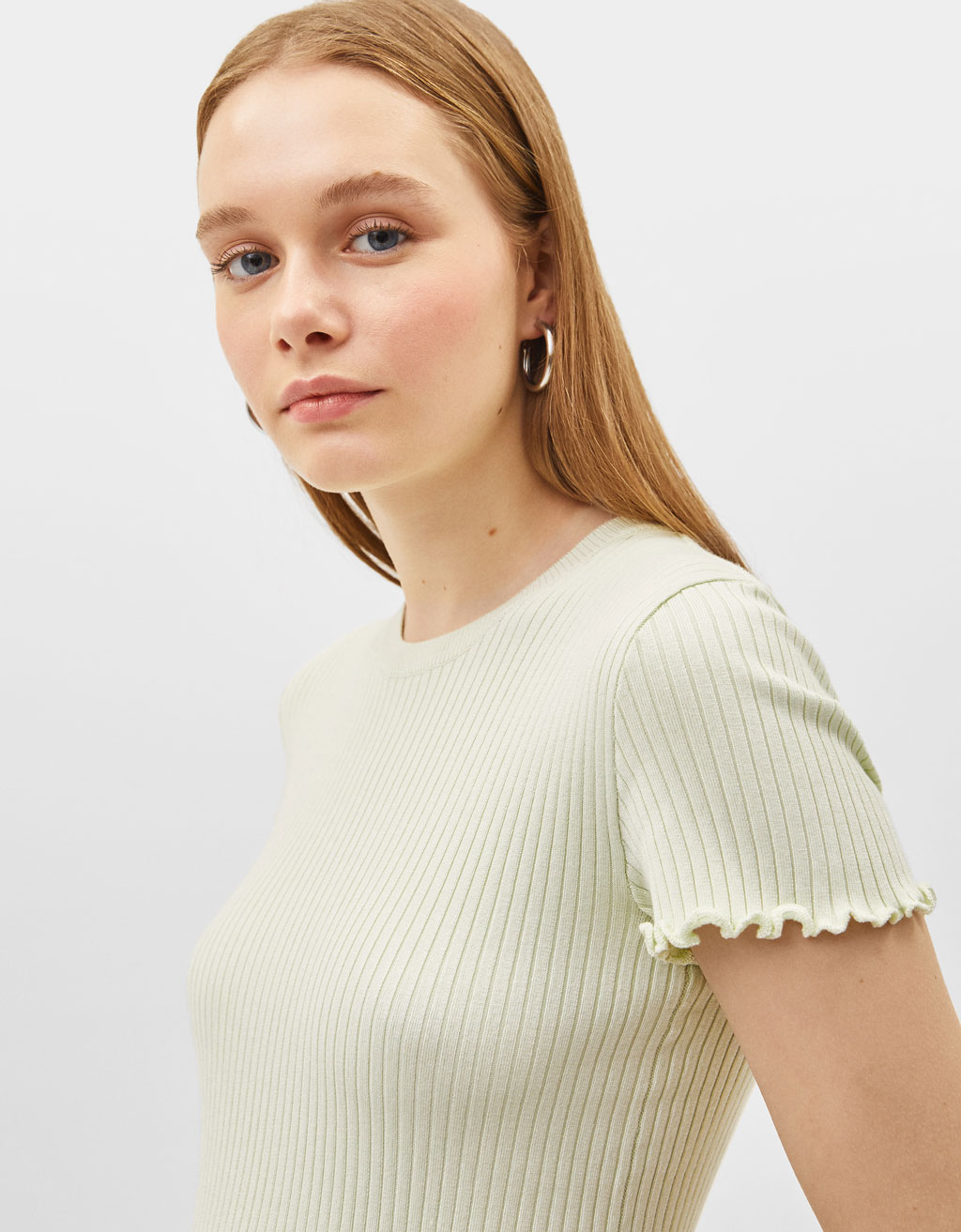 Short sleeve sweater with lettuce-edge finish