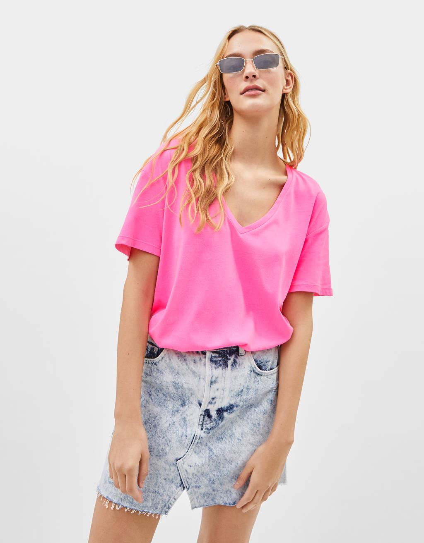 Camiseta con cuello pico