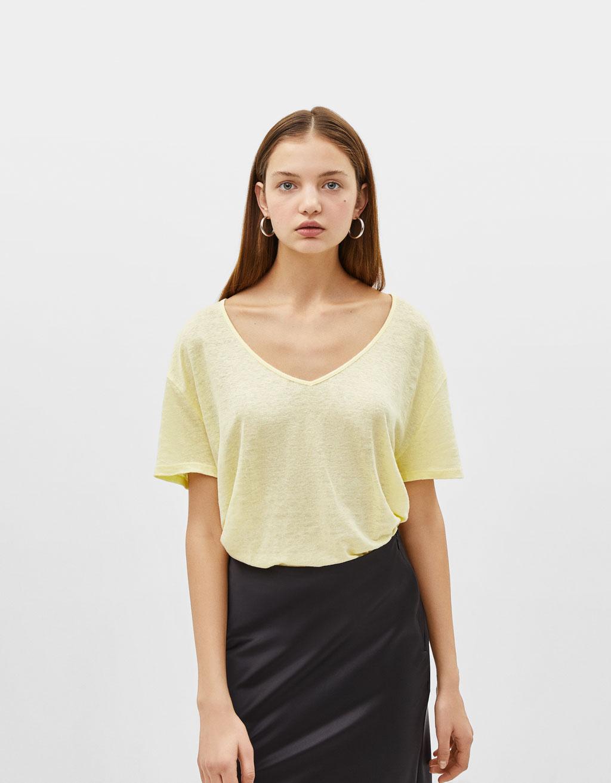 Camiseta de lino con escote en pico