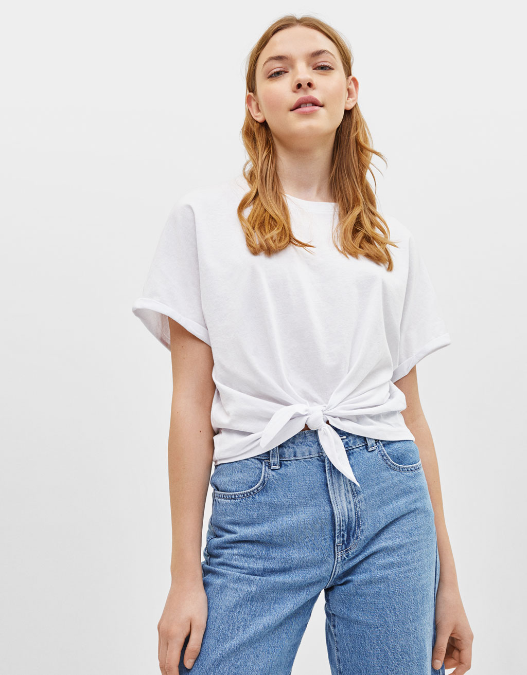 T-shirt with front knot