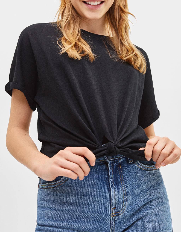 Önü düğümlü t-shirt