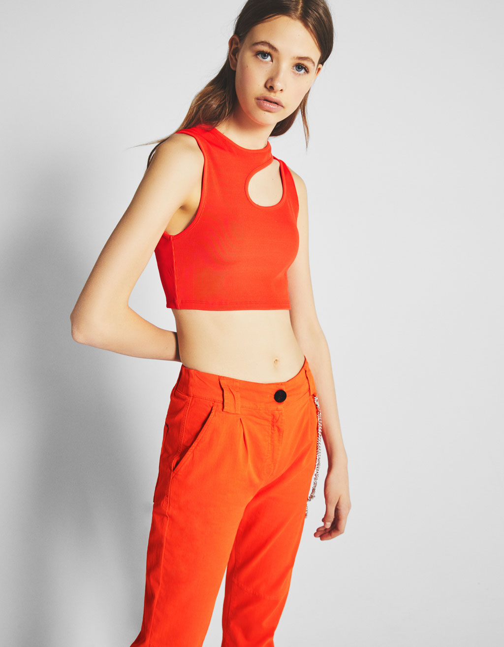 Tričko cut out Bershka + PANTONE