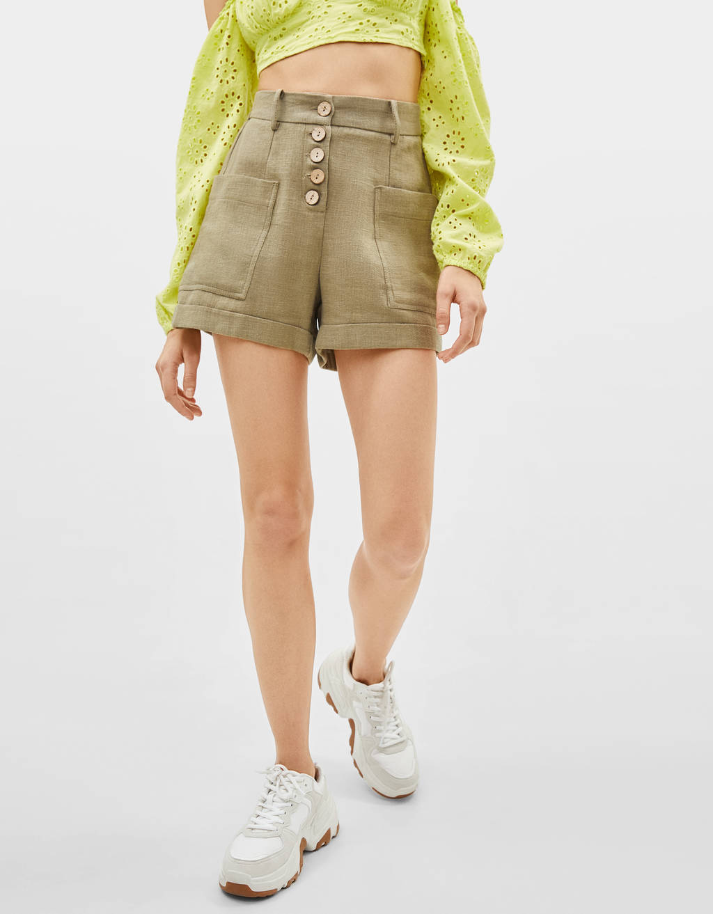 Shorts in lino con bottoni