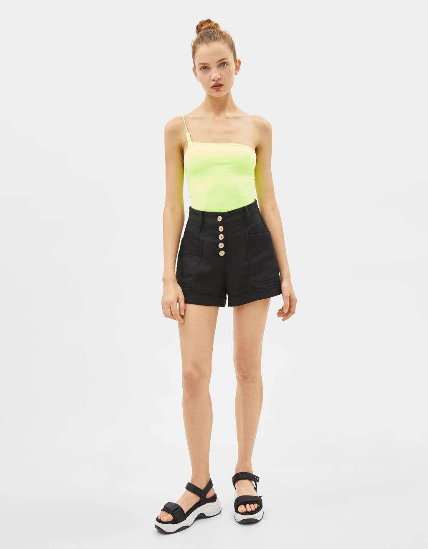 Buttoned linen shorts