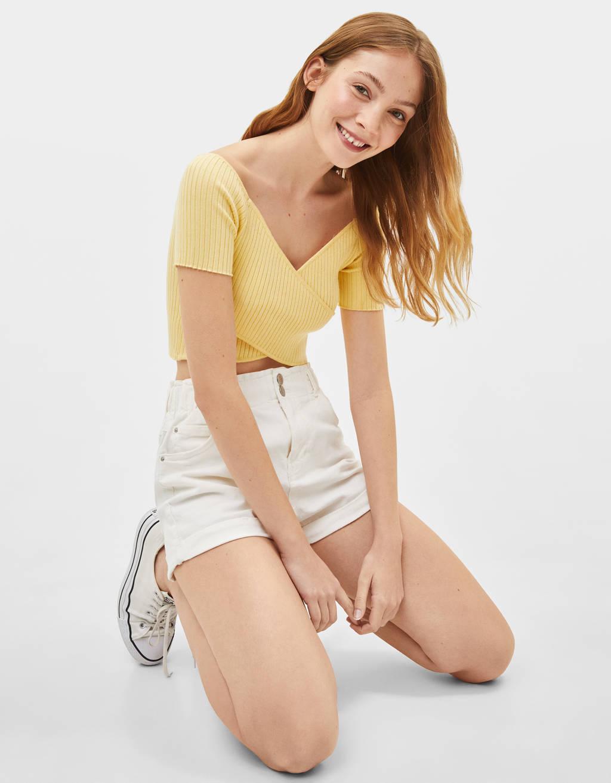 High waist shorts with elastic waistband
