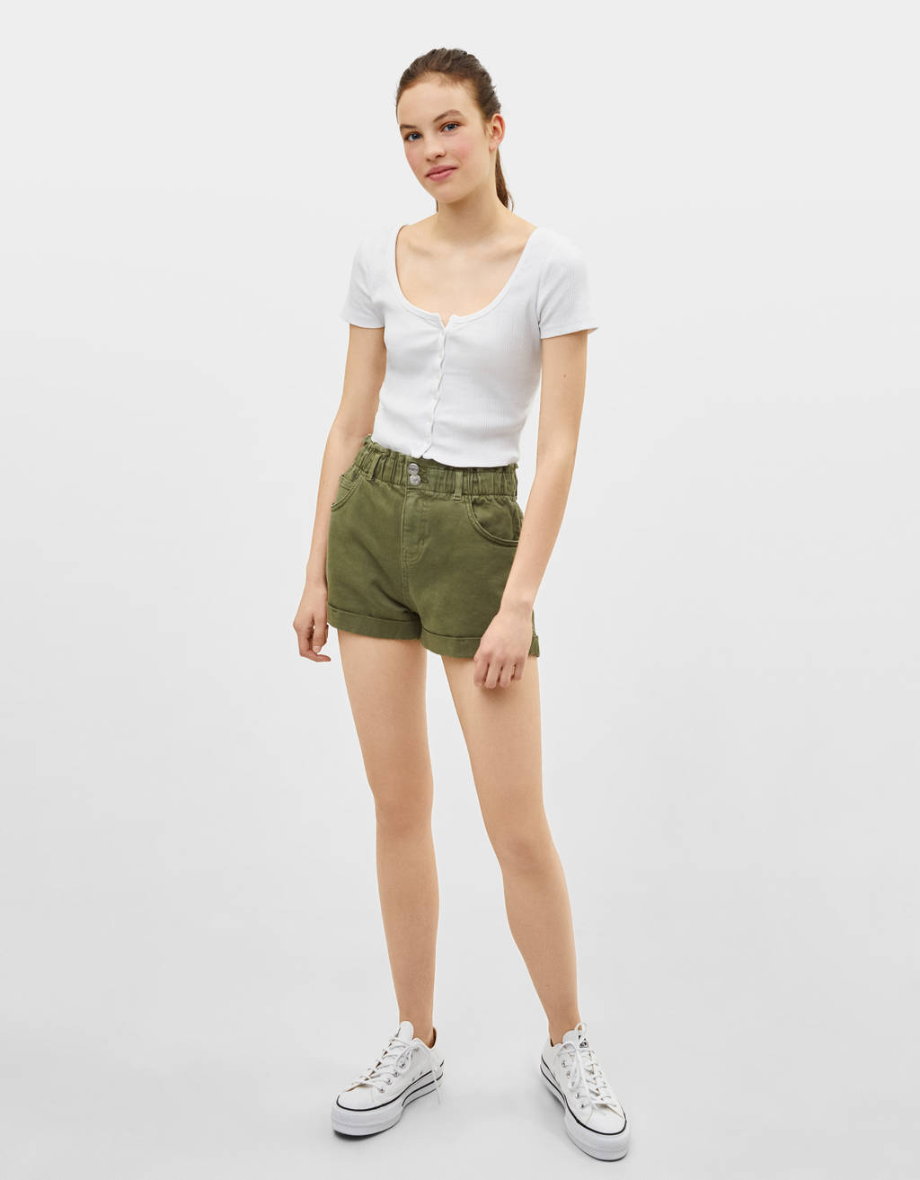 High-rise shorts with elastic waistband