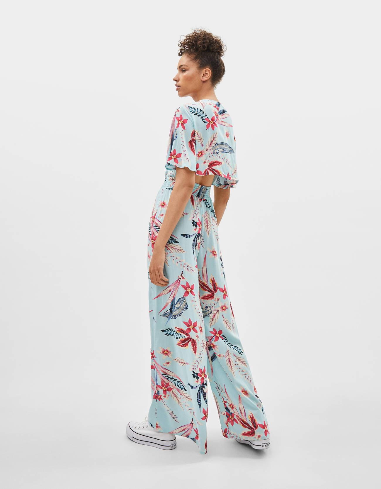66d34a540982 Ολόσωμη φόρμα με λουλουδάτο σχέδιο · Ολόσωμη φόρμα με λουλουδάτο σχέδιο ...