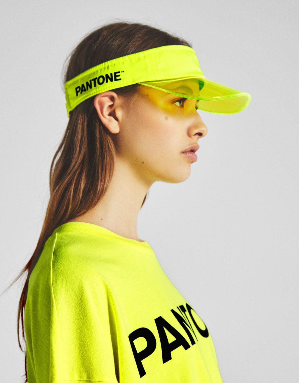 Bershka + PANTONE visor